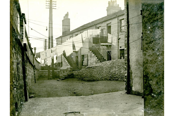 Washing line at the back of the tenement at 19 Balfour Street, Port Glasgow. - 2009.98.36 - © McLean Museum and Art Gallery, Greenock