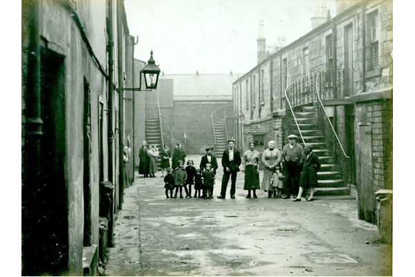 Families at 14 Ardgowan Street, Port Glasgow, known as Rodger's Court. - 2009.98.37 - © McLean Museum and Art Gallery, Greenock