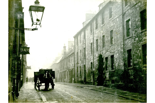 Horse and cart at King Street, Port Glasgow - 2009.98.43 - © McLean Museum and Art Gallery, Greenock