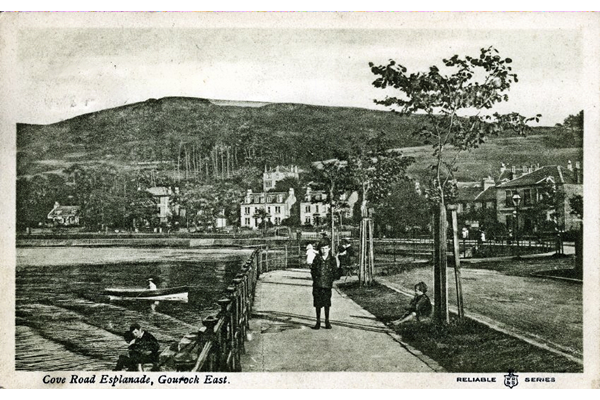 Cove Road esplanade, Gourock - Postcard posted on 13 August 1909 - WL2854 - © McLean Museum and Art Gallery, Greenock
